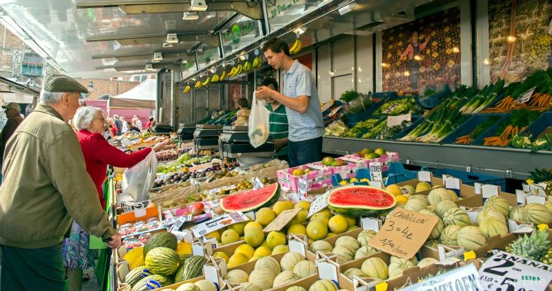 bruges market fruit