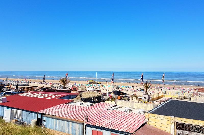 Bustling_Beach_at_Zandvoort