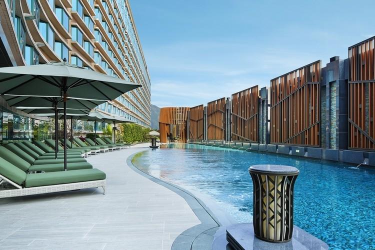 Royal Plaza pool