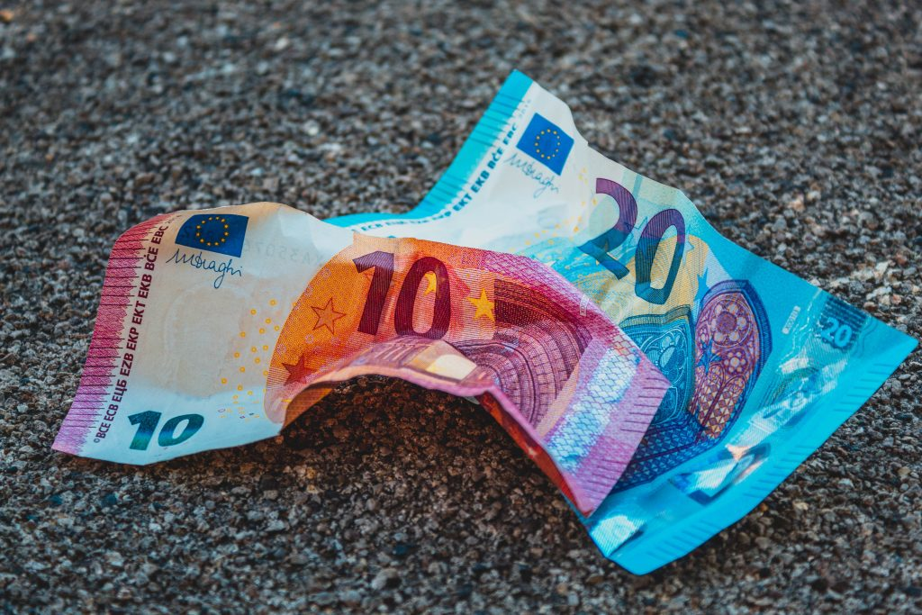 10 and 20 Euro bills