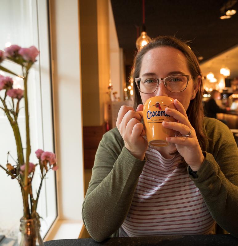 Jessica with warme chocomel
