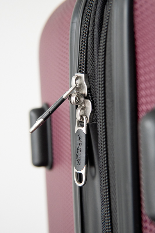 zipper on ebags monument bag