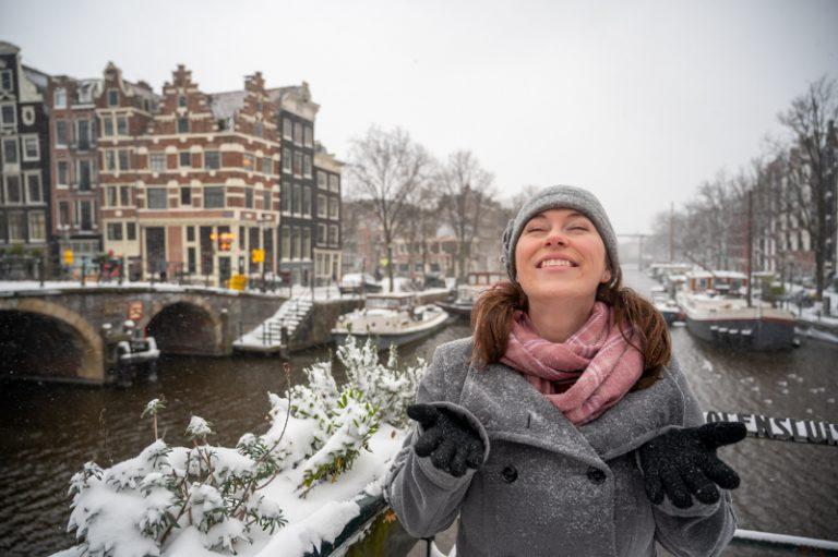 Jessica in snow in Amsterda