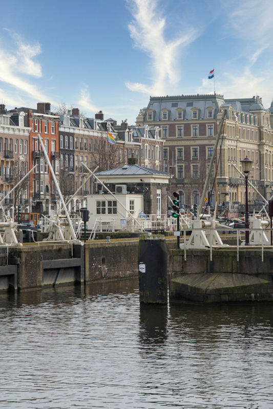 Amstelschutsluis from canalside